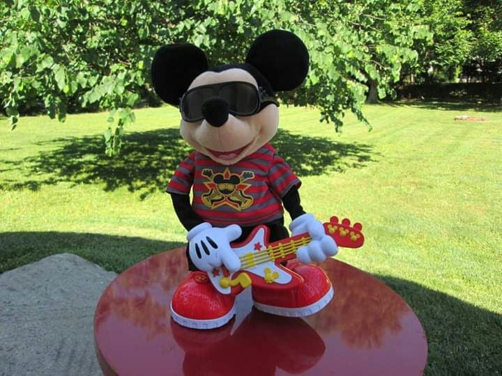 Mickey Mouse doll robot