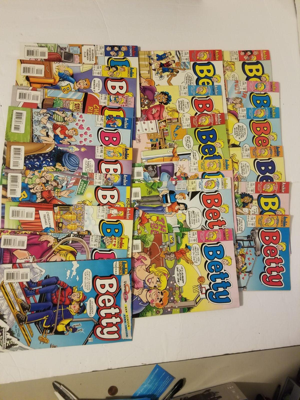 Archie Comics Betty Lot of 21 Comics