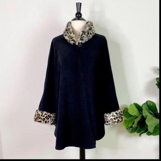 Covington• Leopard Faux Fur Collar Cape