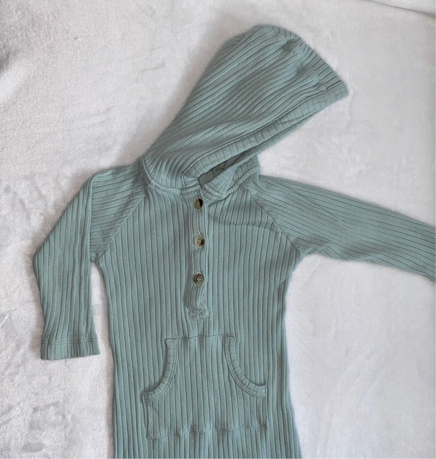 Kate Quinn Surf Spray Hoodie suit