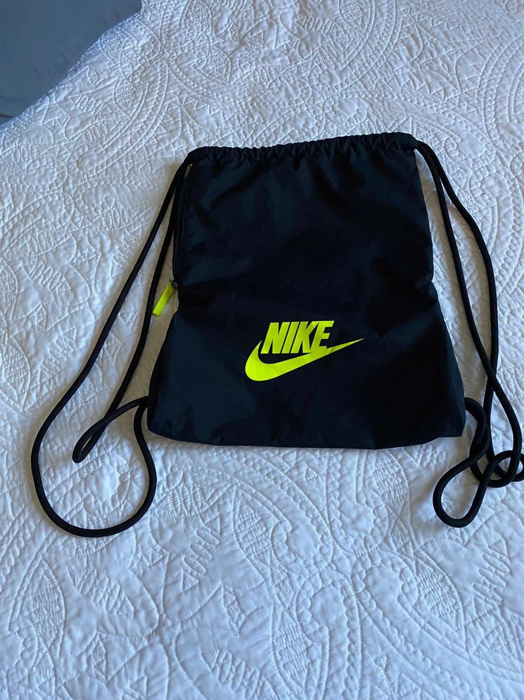 Nike drawstringblack  backpack w/ pocket