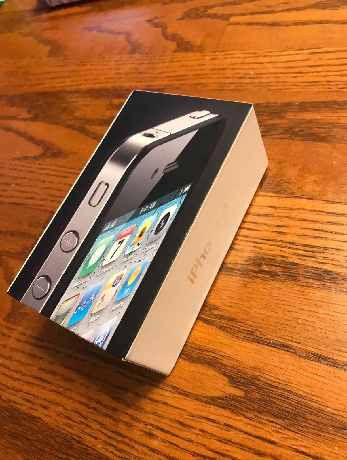 iPhone 4 Black 8 GB Unlocked