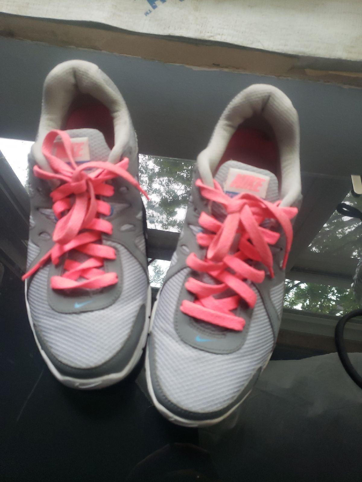 womens Nike shoes size 10