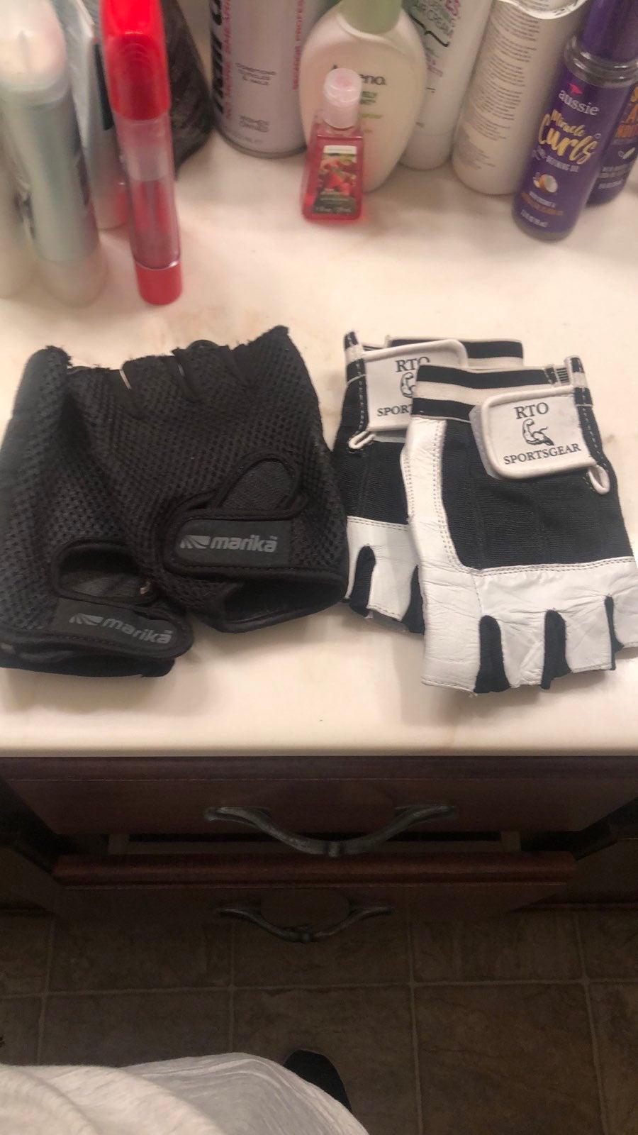 Bundle of workout gloves (2-pair)