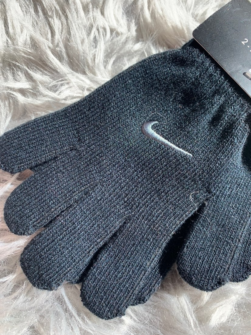 Nike 2 pc boys gloves