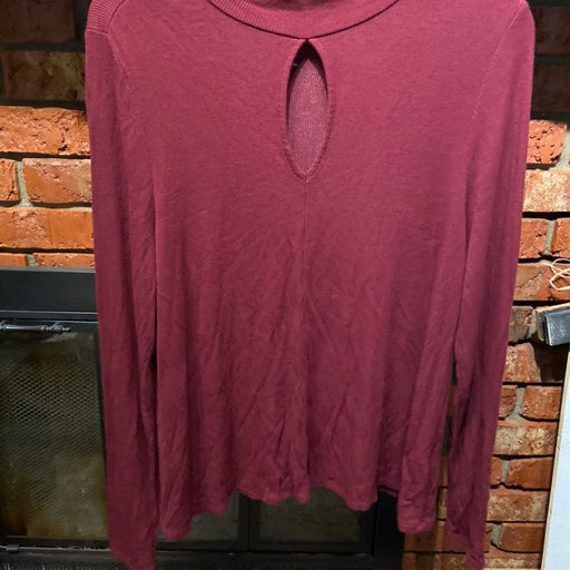 Long Sleeve Shirt with key hole detail