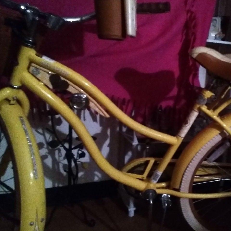 Huffy beach cruiser bicycle for women.