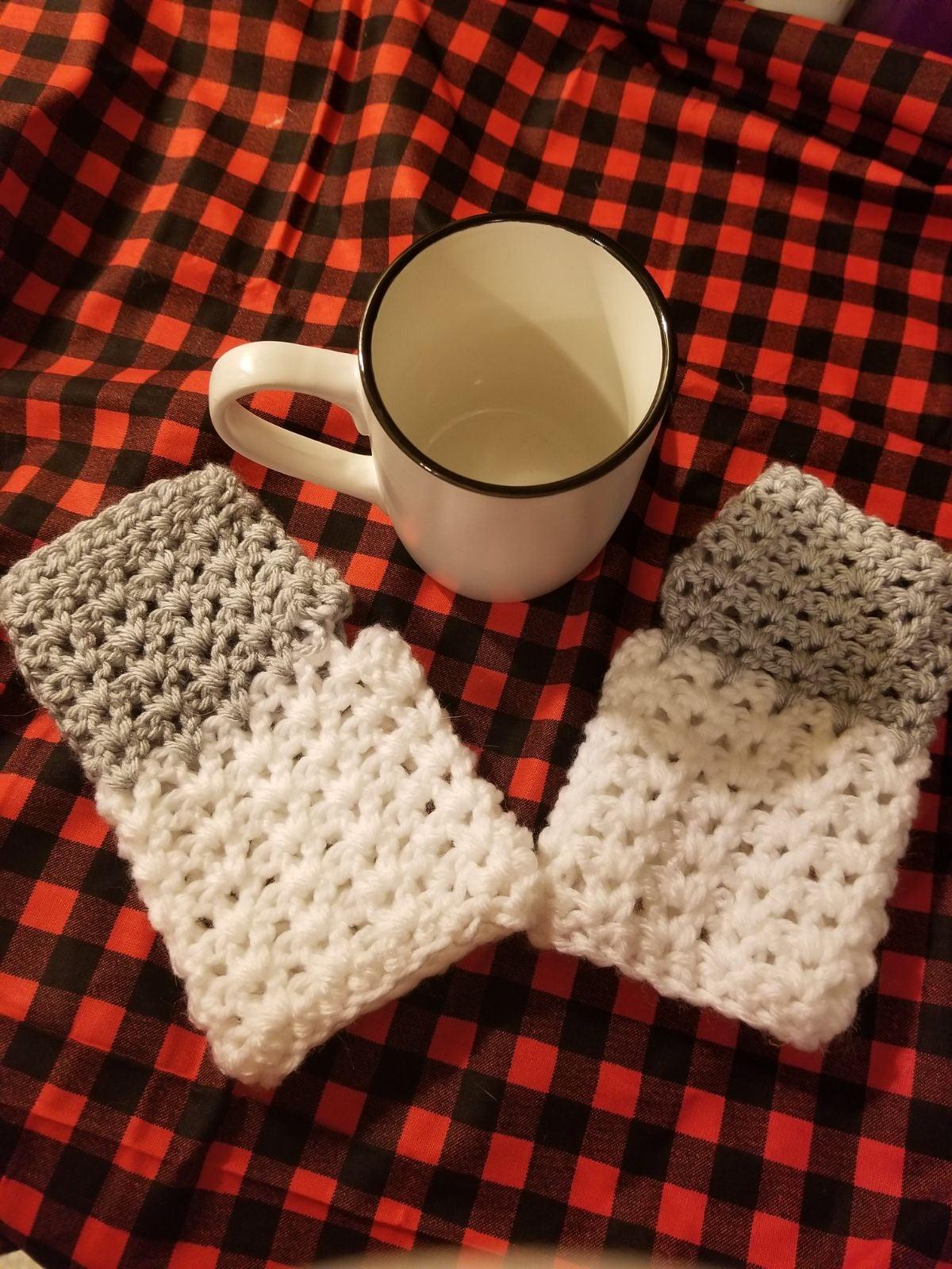 fingerless gloves white and grey