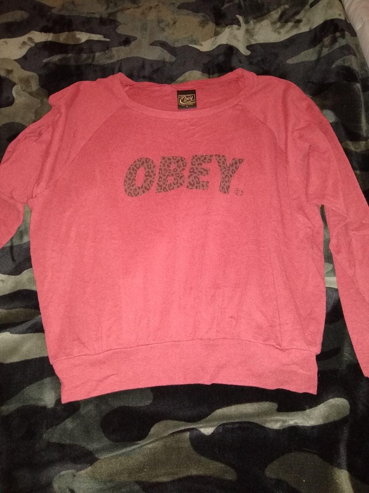 Obey sweatshirt Medium