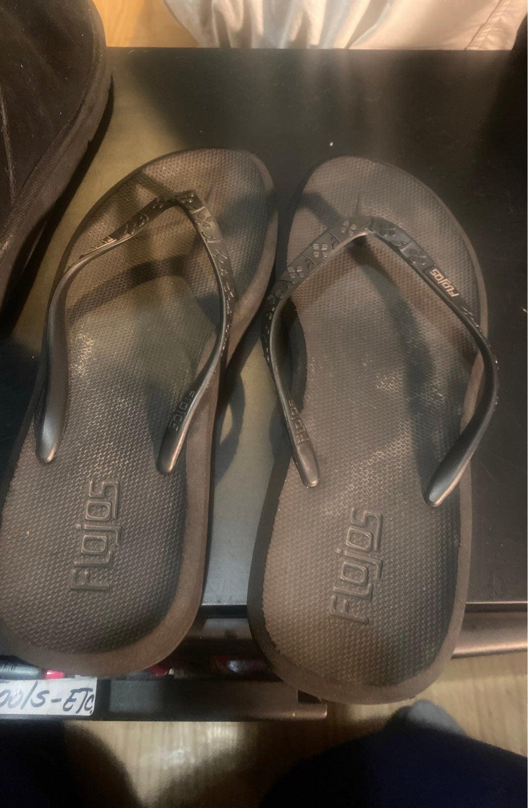 Flonos Sandals size 8/9 authentic black