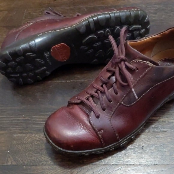 Born brown leather lace up sneakers
