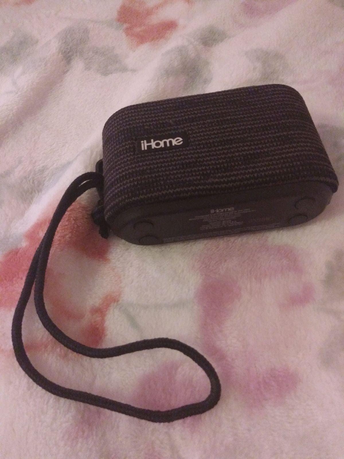 ihome IBT370 portable Bluetooth speaker