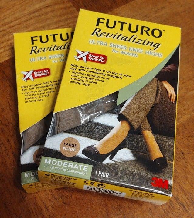 2 FUTURO Revitalizing L Sheer Knee Highs