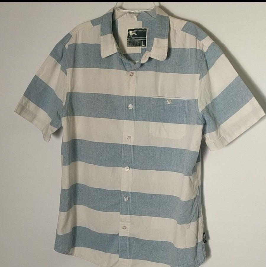 Modern Amusement Button Shirt L