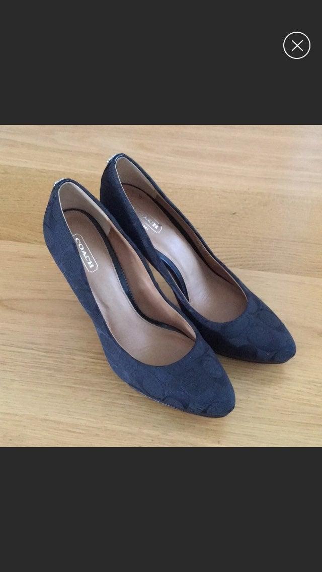Coach caya signature heels Size 8.5