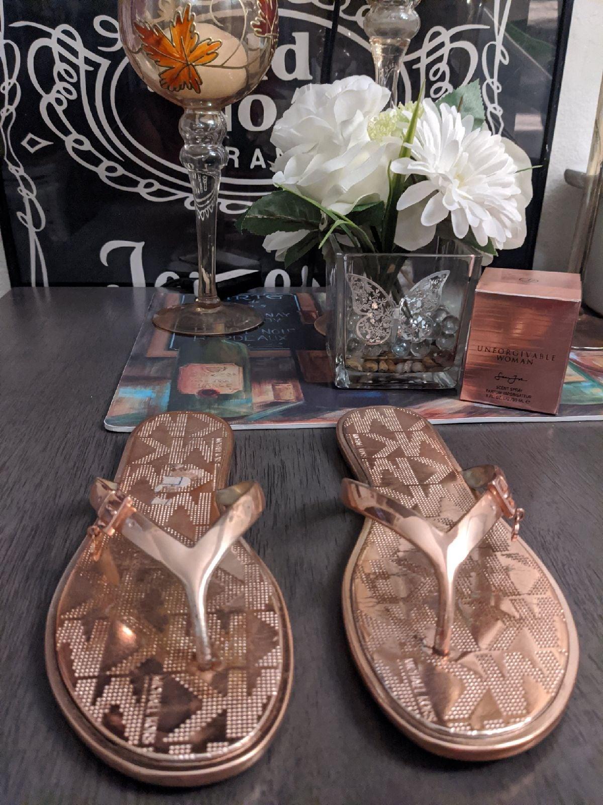 Michael Kors flip flops sandals