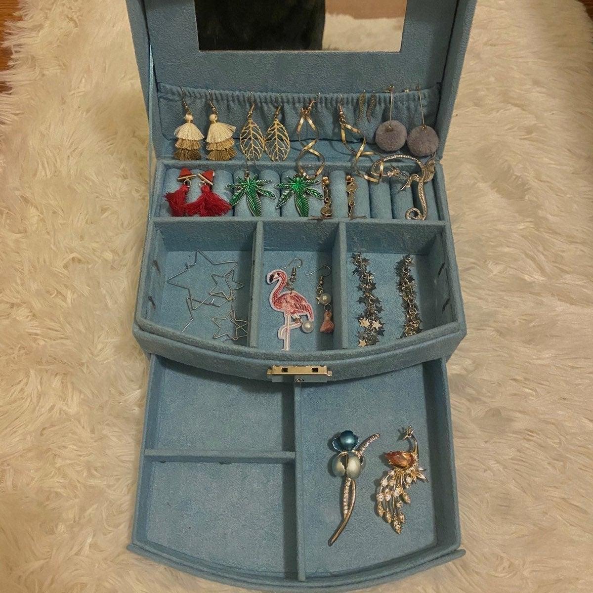 NEW Jewelry organizer box and jewelries