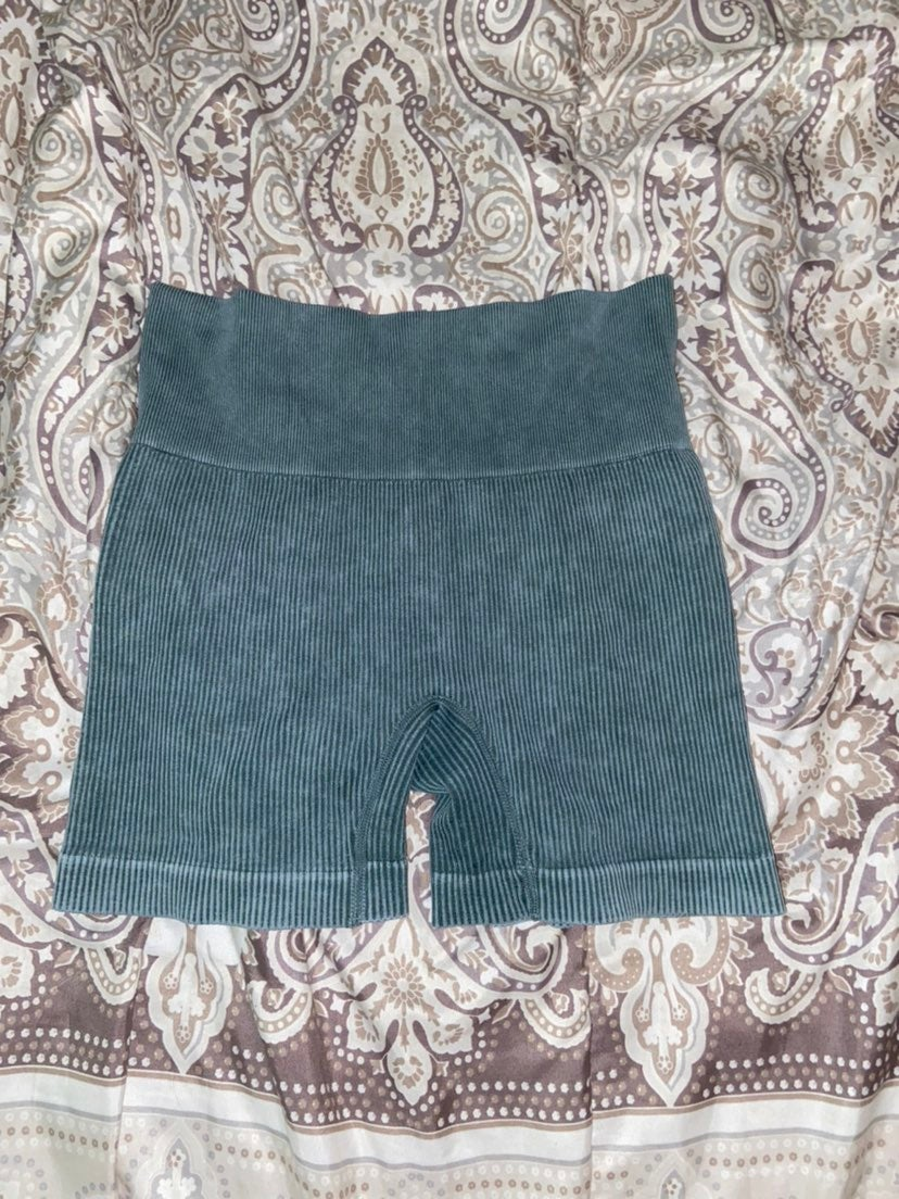 Colsie ribbed knit shorts size medium