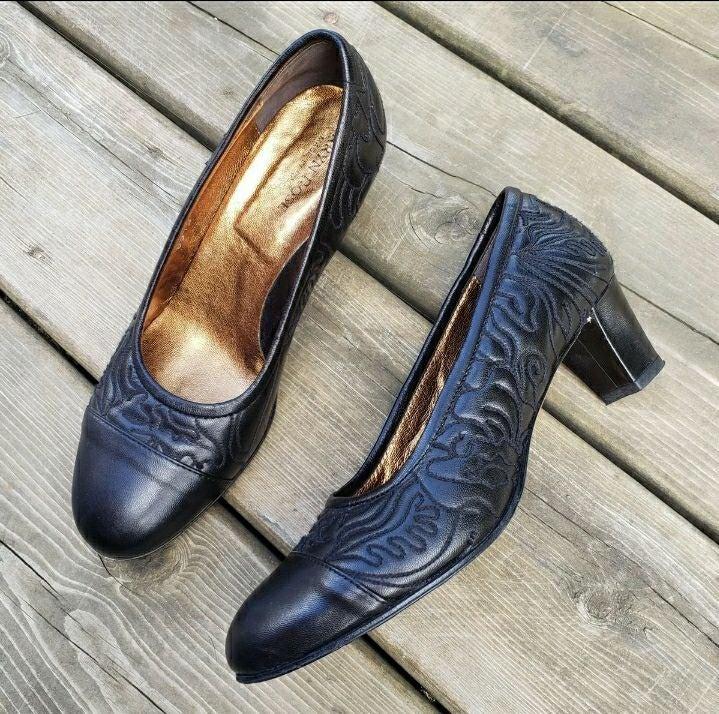 Taryn Rose • Lia Quilted Napa Heels