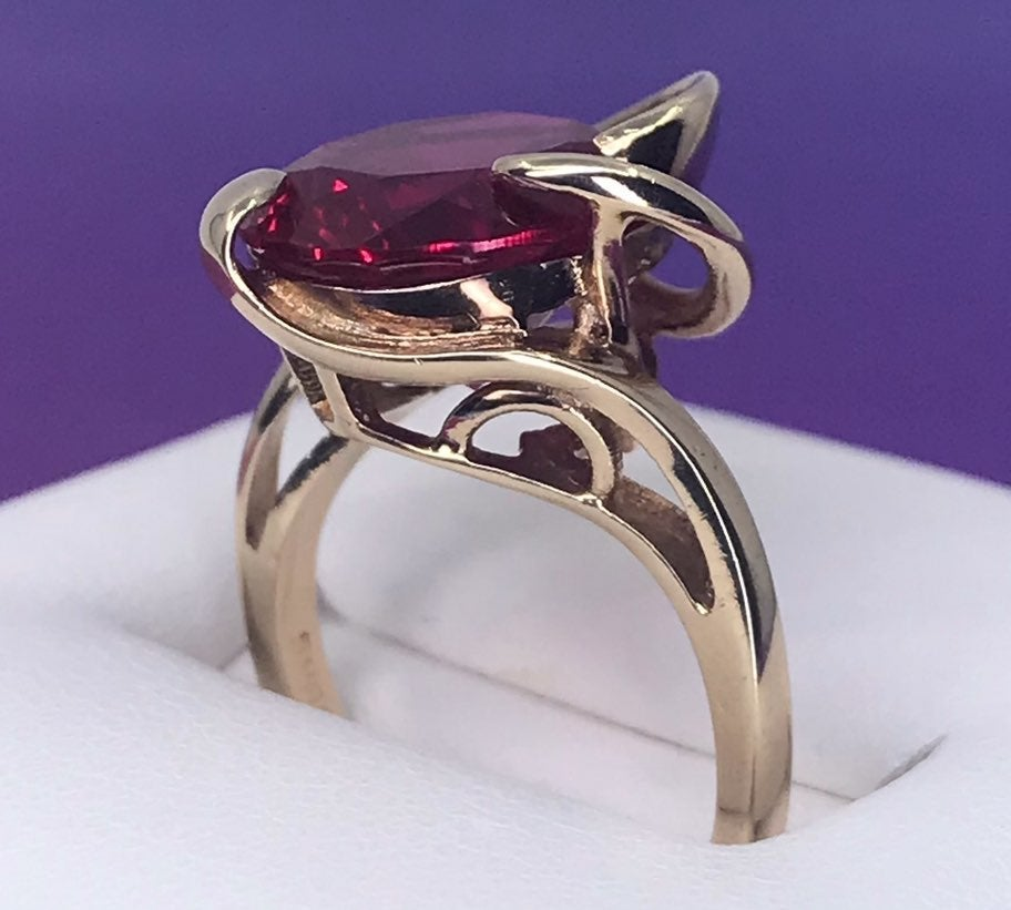 10k SOLID Gold Vintage Ruby Ring