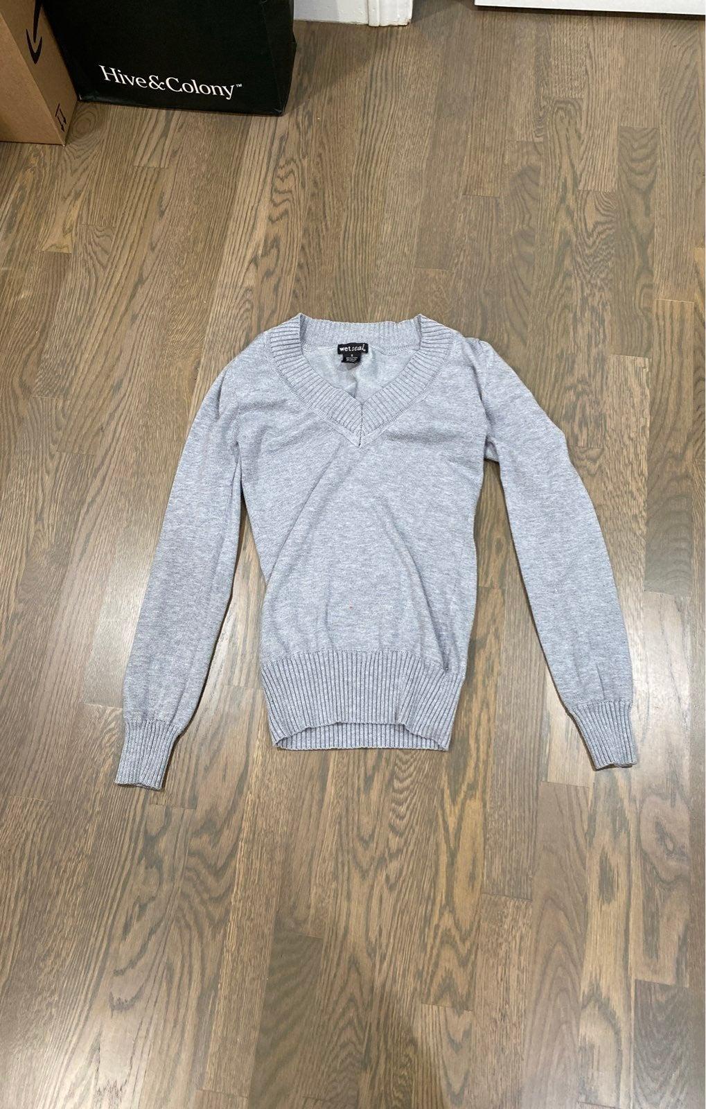 Wet seal vneck gray sweater