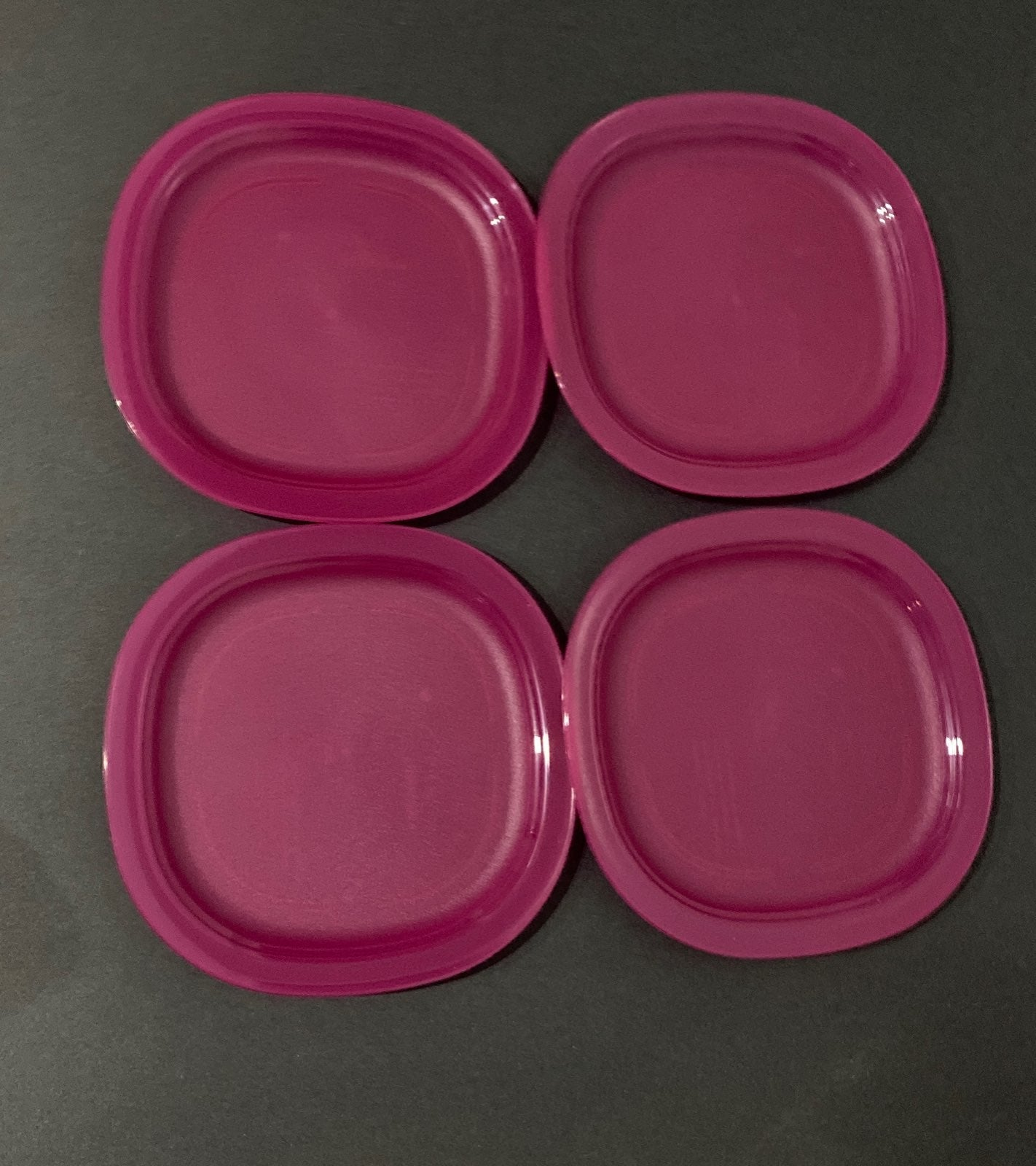 New!Tupperware set of 4  luncheon desser