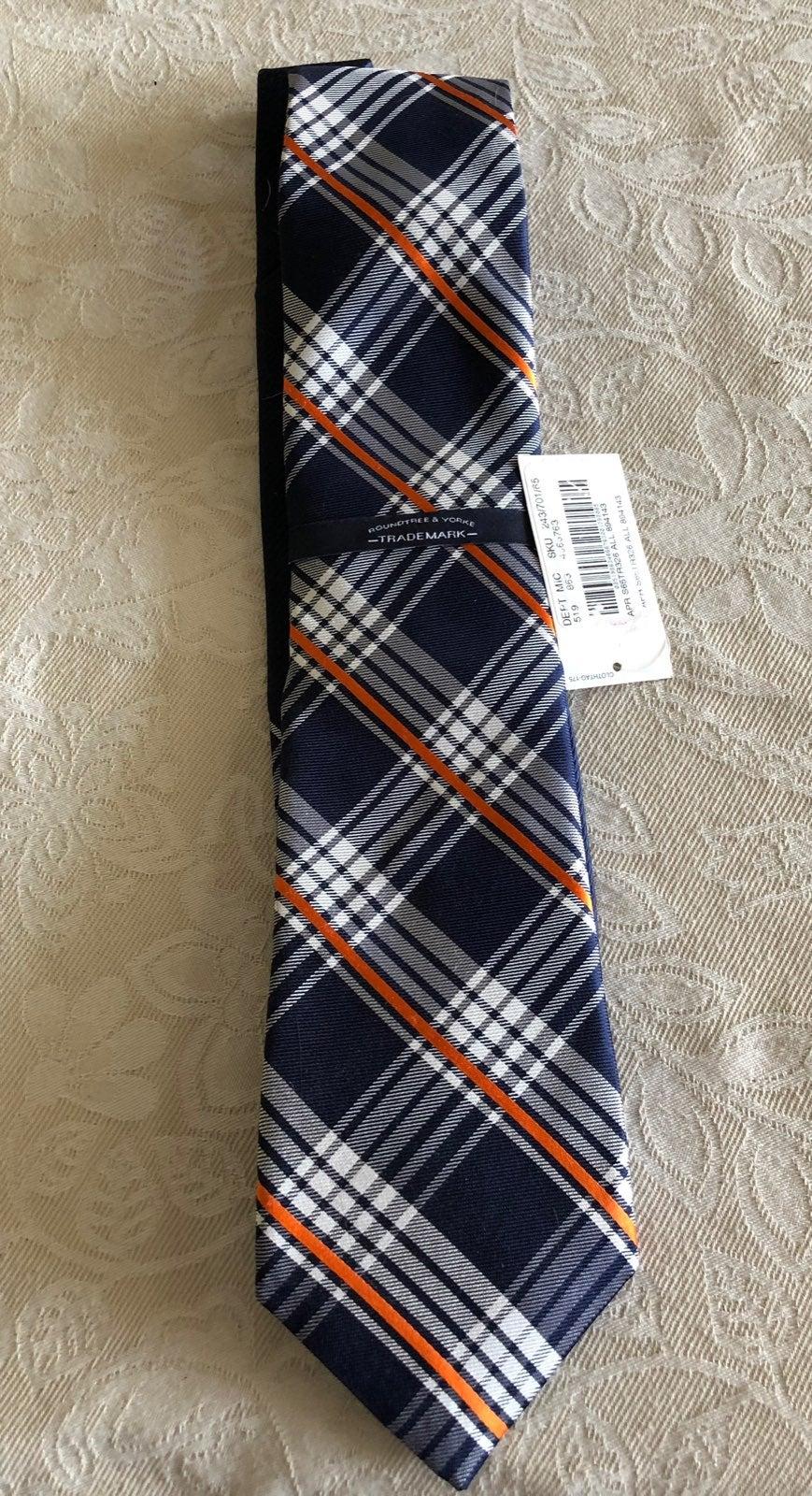 Roundtree & Yorke Mens Silk Necktie