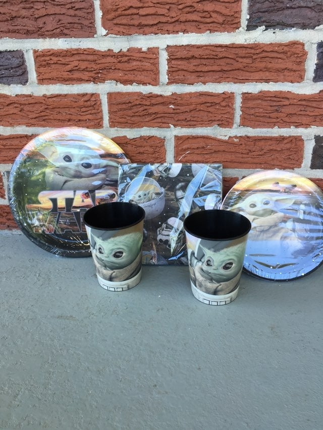 Star Wars Baby Yoda Party Plates & Cups