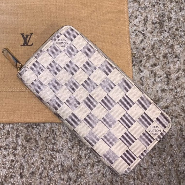 ✨SOLD✨ Louis Vuitton Zippy Wallet