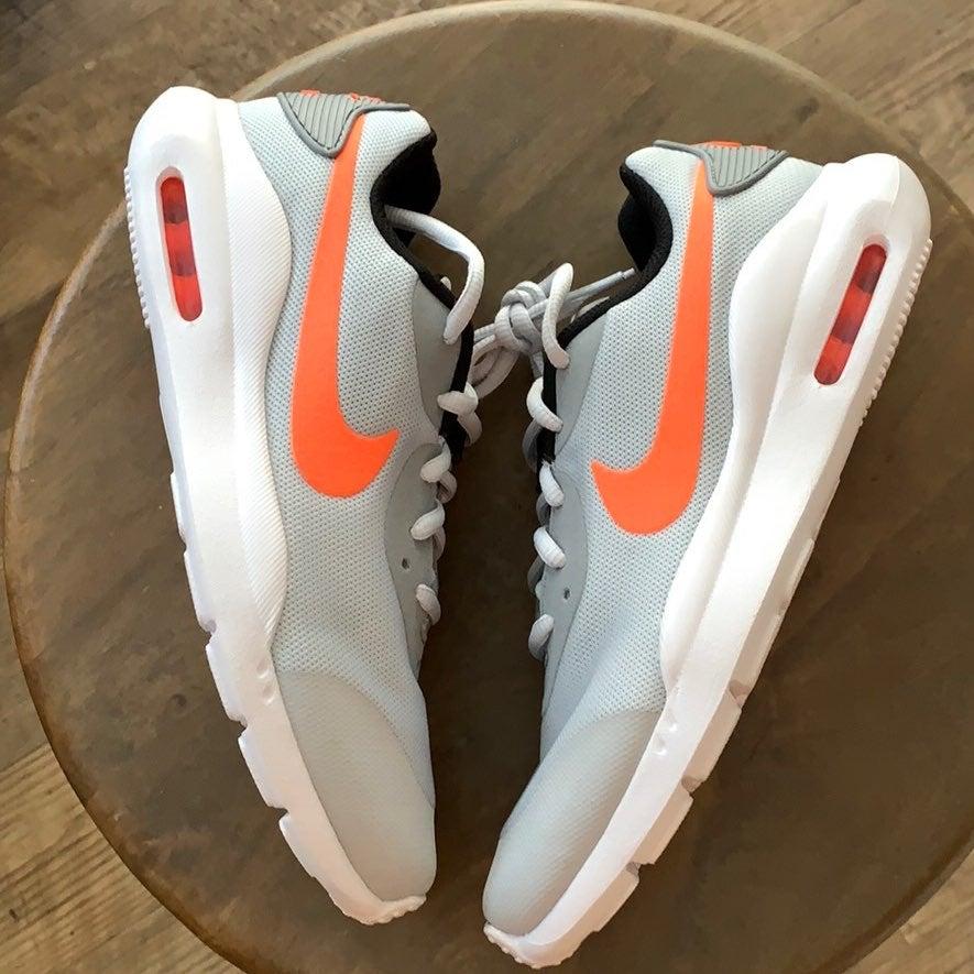 New! Nike Air Max Oketo Sz 7Y/Women's 8.