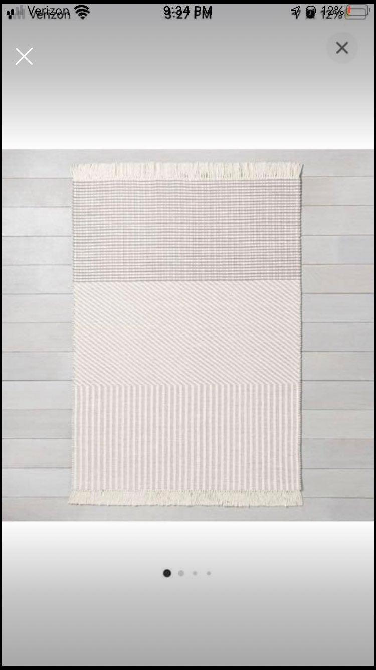 Hearth and hand area rug 5'x7'