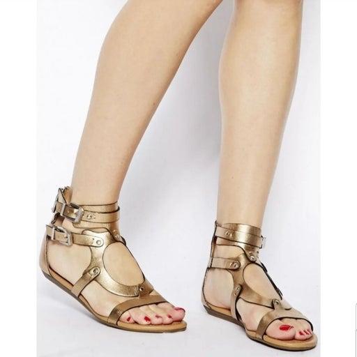 Report Lastro Gladiator Sandals NWOT