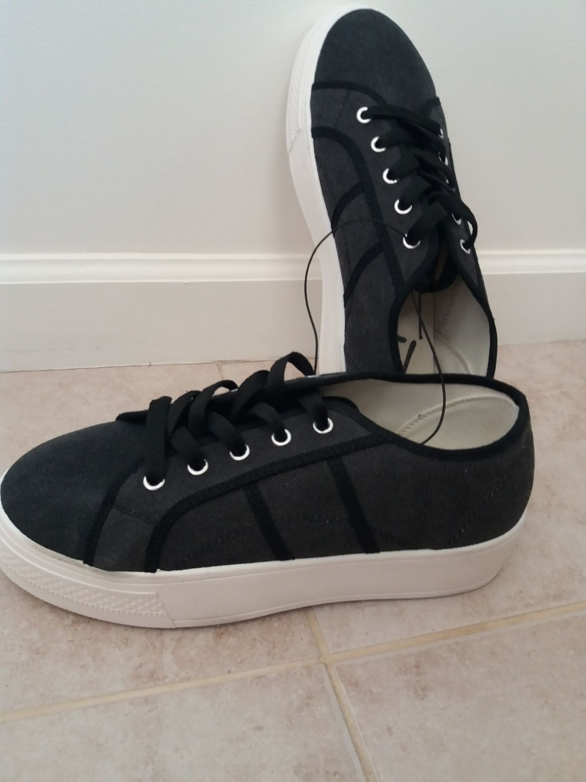 Ladies AthleticCanvas Shoes US9