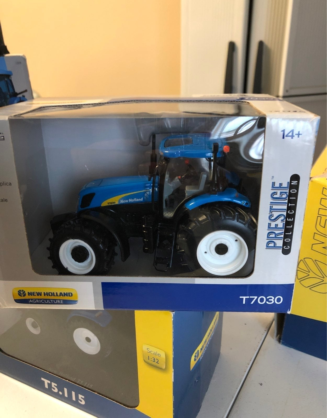 New holland t7030 1:32 scale