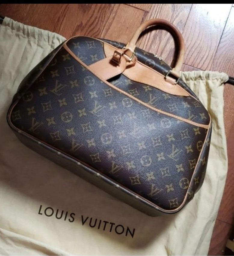 Louis Vuitton monogram deauville bag.