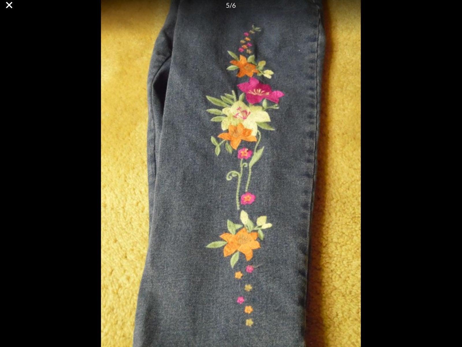 Quacker Factory Floral denim jeans small