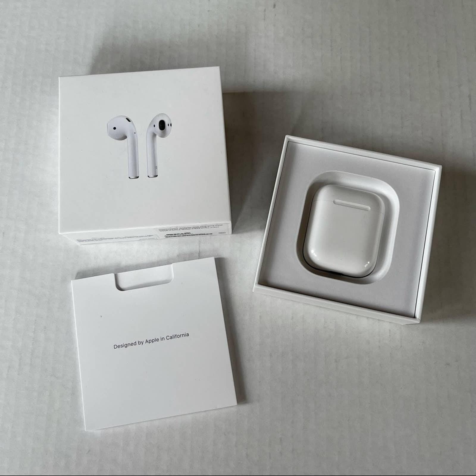 EUC Apple Bluetooth AirPods O/S