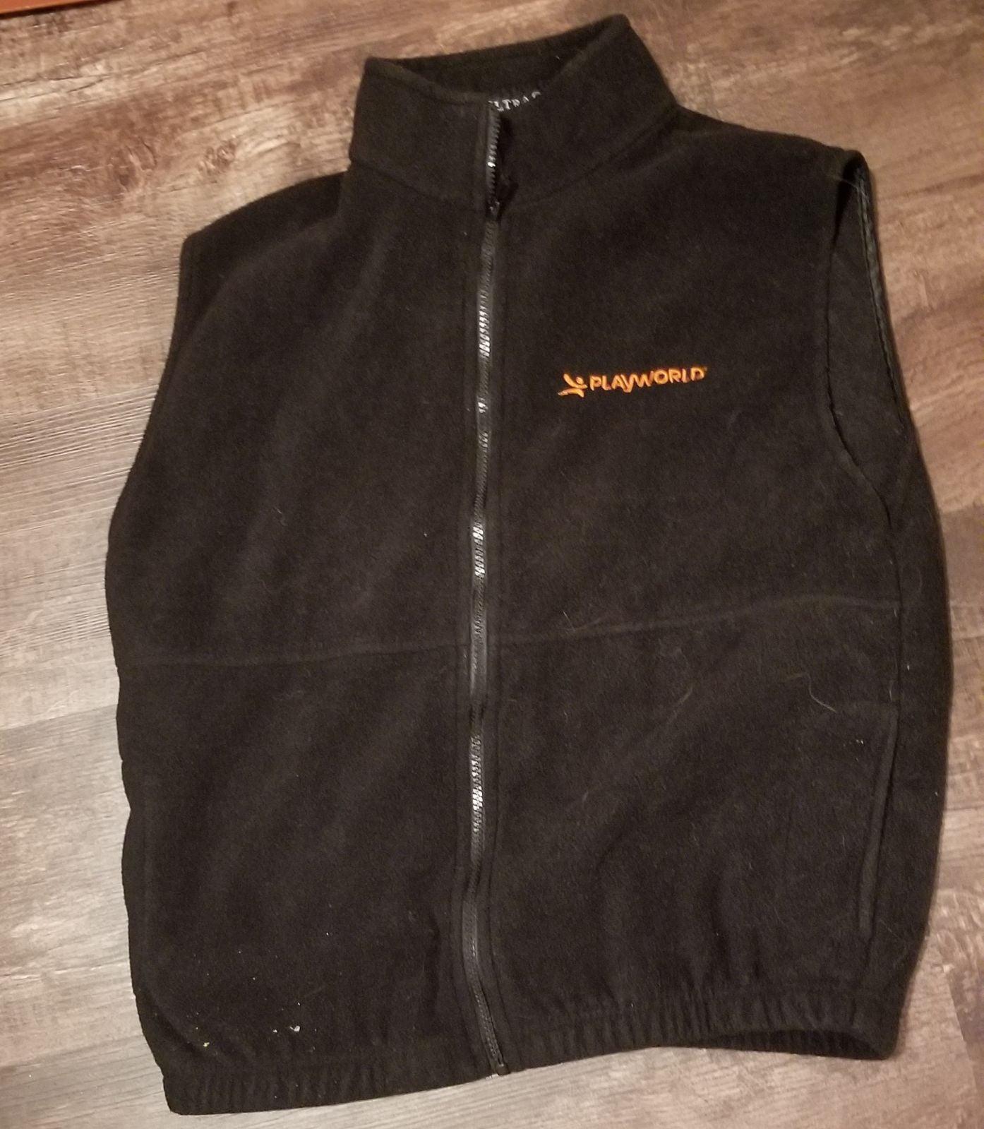 3/$20 Mens play world fleece vest