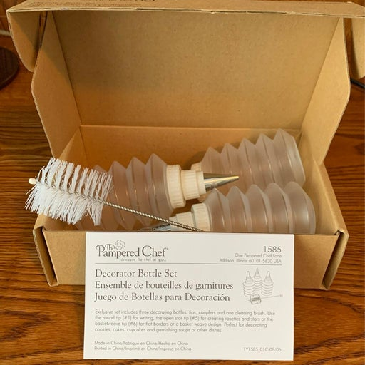 Pampered Chef Decorator Bottle set