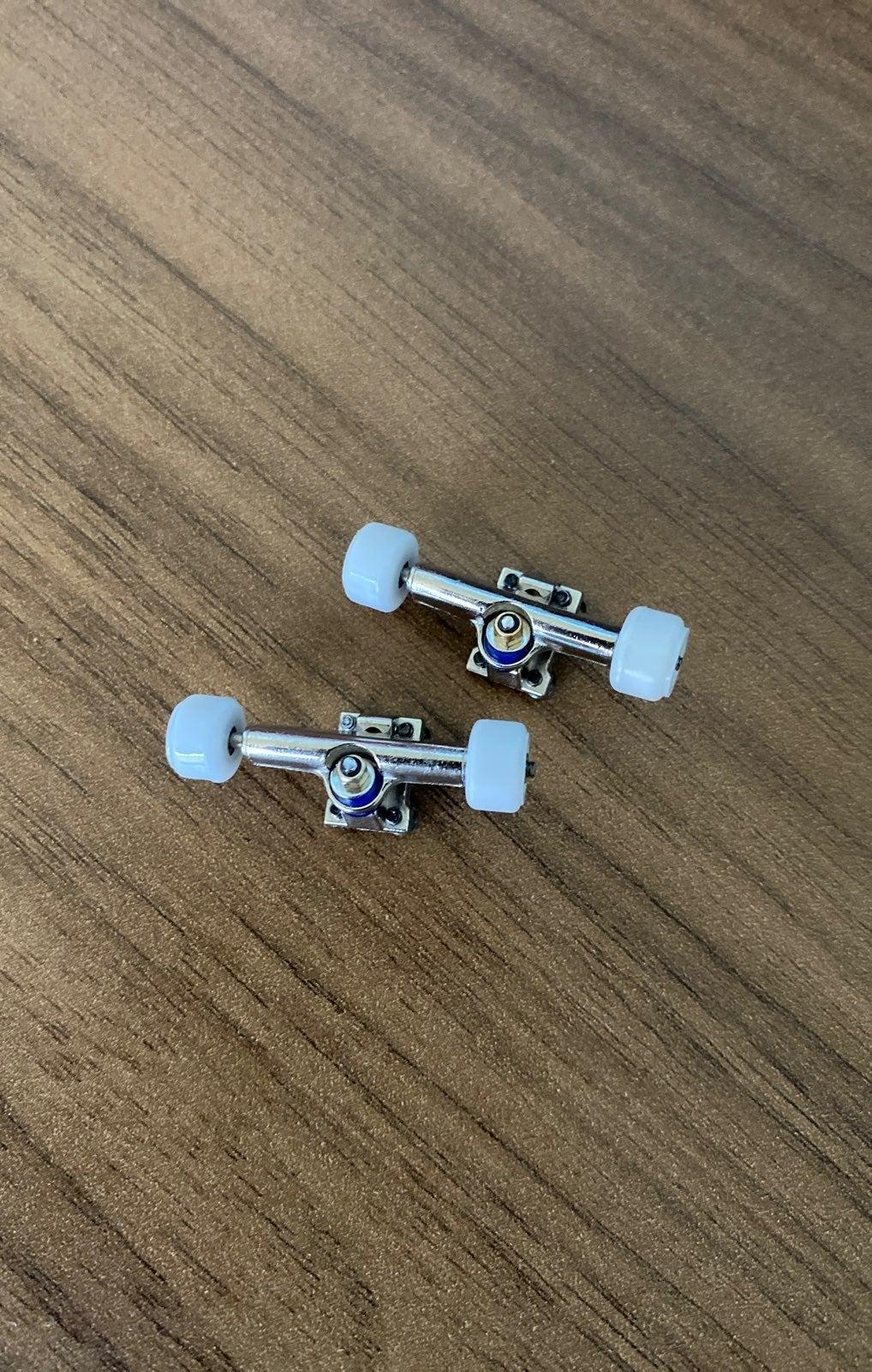Brand new fingerboard trucks and wheels