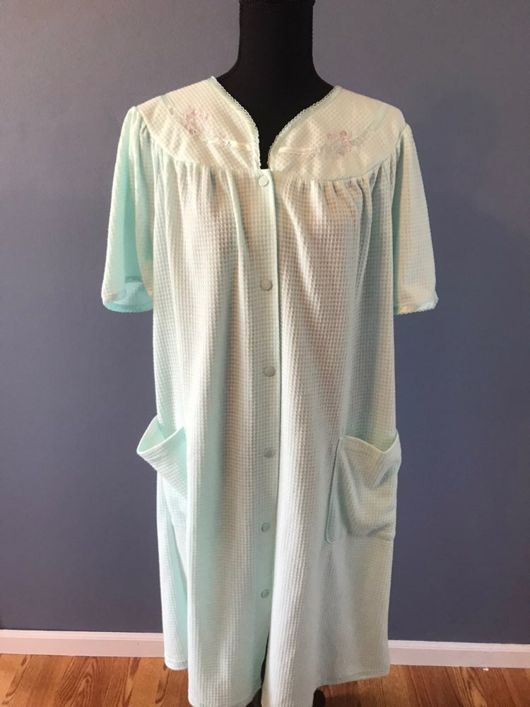 NWOT L VINTAGE HOUSECOAT NIGHTGOWN