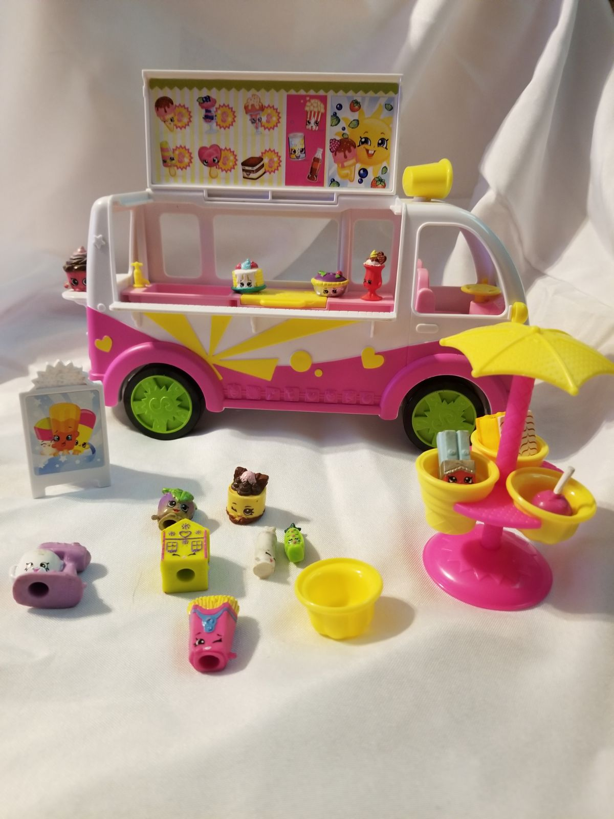 Shopkins toys and food truck