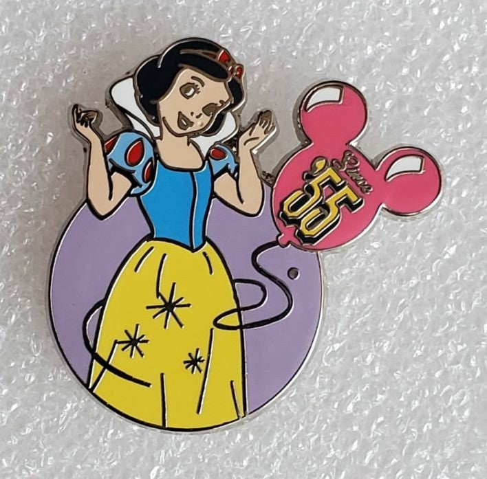 SNOW WHITE MYSTERY PIN