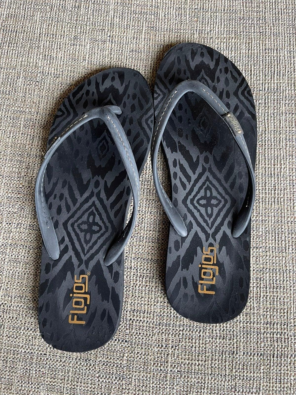 Black Flojos flip flops size 9
