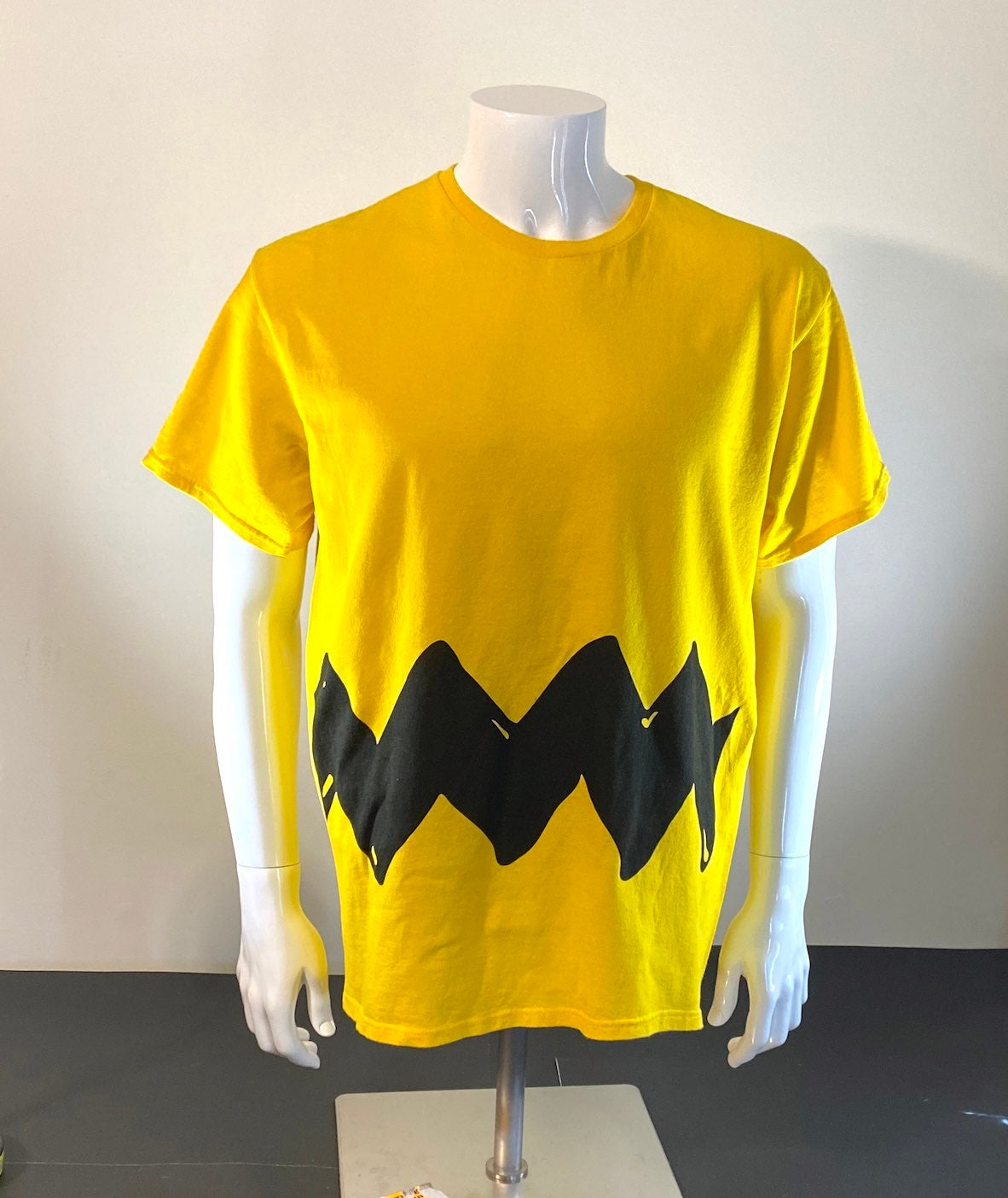 Peanuts Charlie Brown T-Shirt Size Large