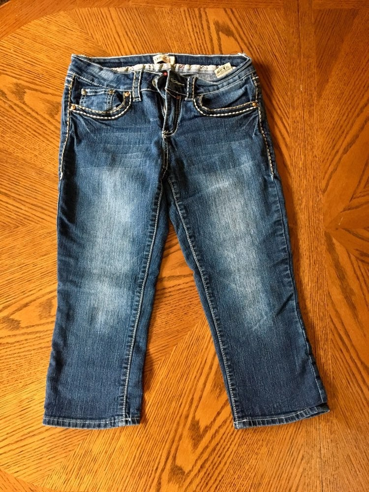 Stretchy 3/4 length jeans size 5