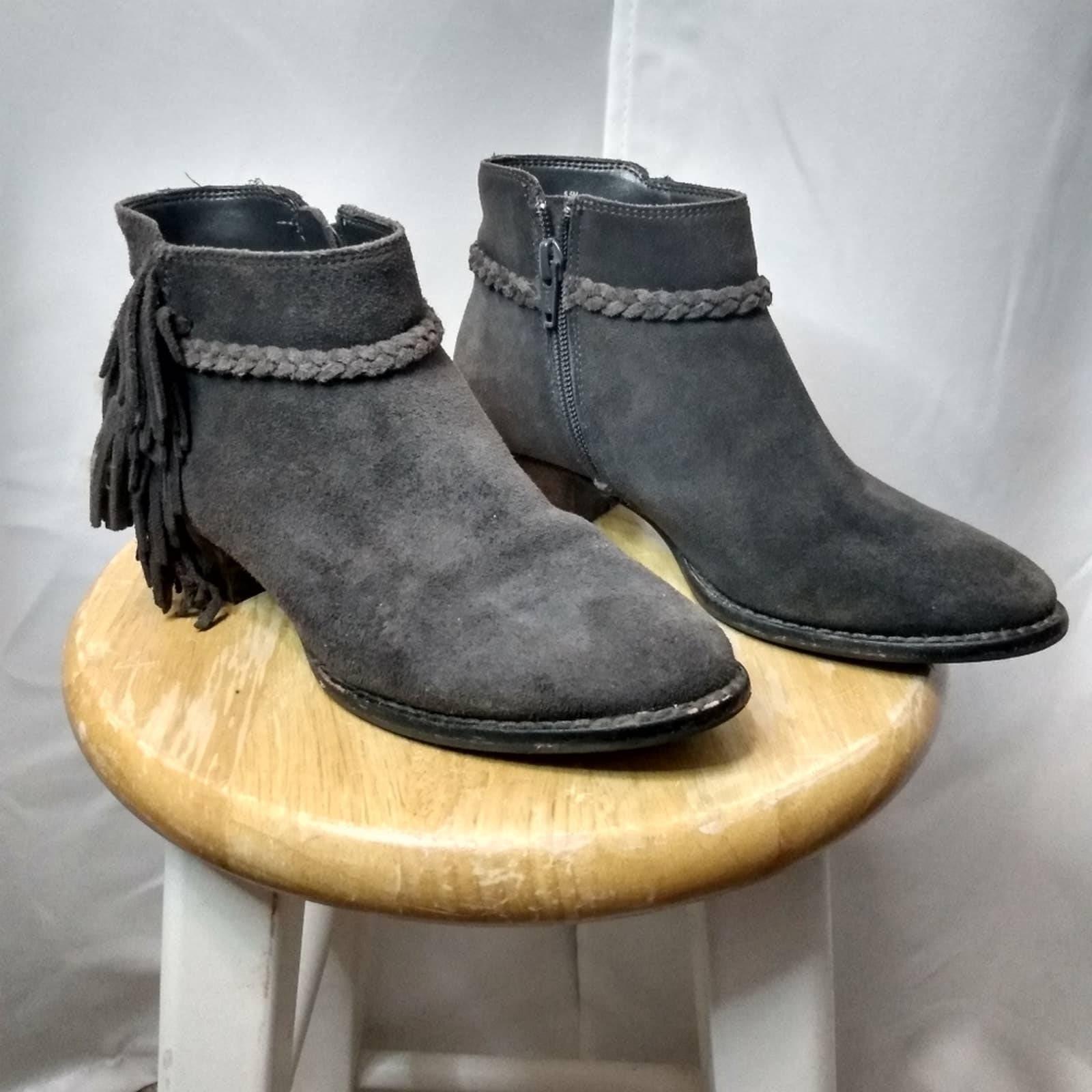 Gianni Bini brown suede booties