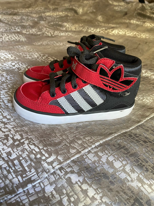 Little boys Adidas high tops size 9k