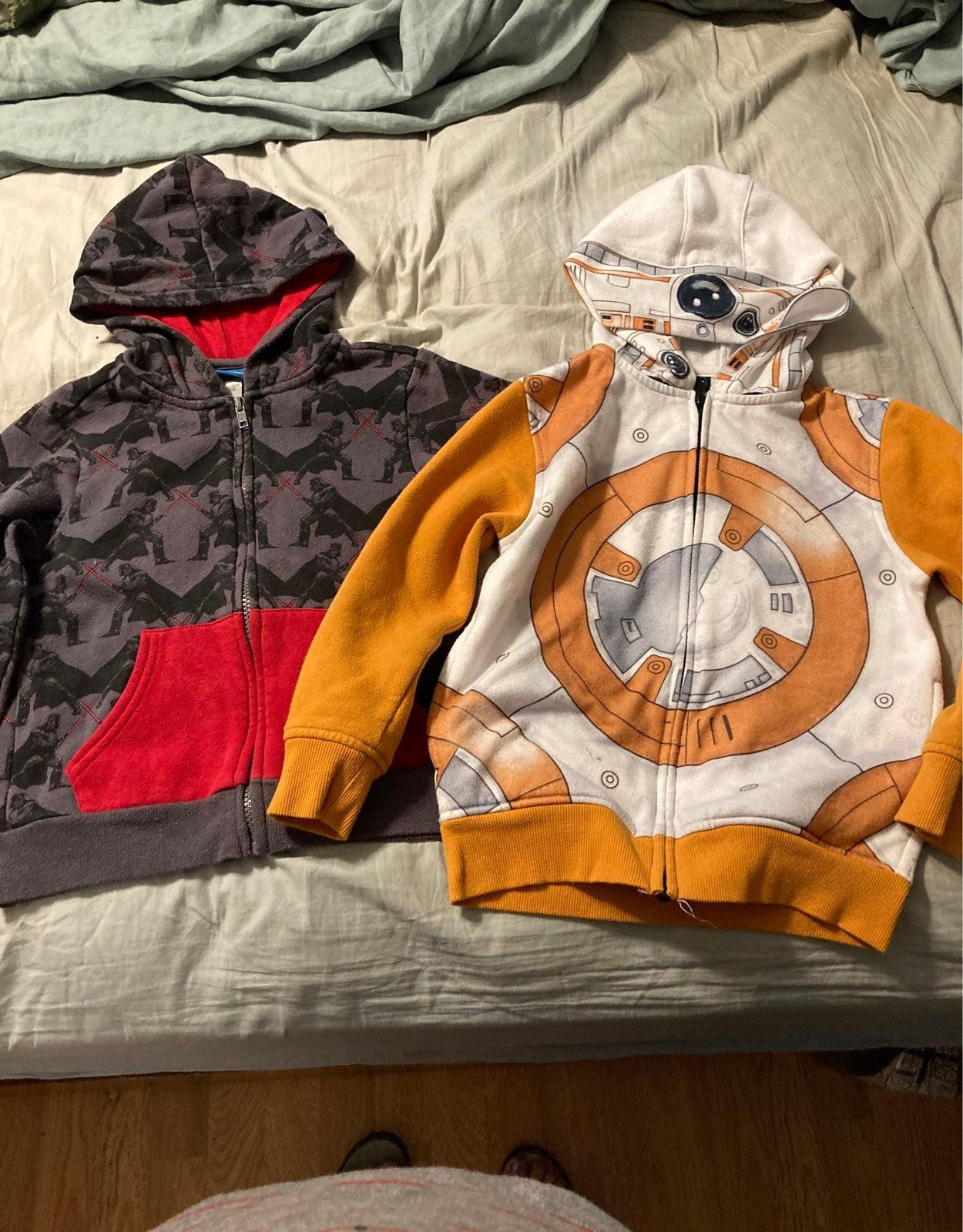 2 Star Wars hoodies size S