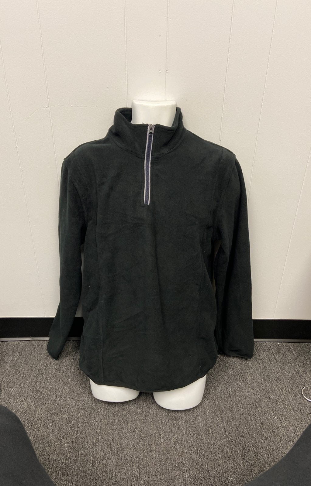 Men's Black Pullover Size L